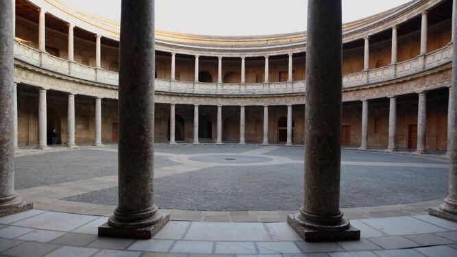 Un paseo 'matemático' por el Palacio de Carlos V para celebrar el 'Pi Day   GranadaHoy.
