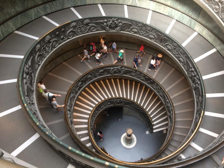 Las hélices como elemento geométrico y su aplicación en la ingeniería: El caso de la escalera deBramante.